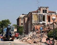 four arrested over italy quake contract bribes